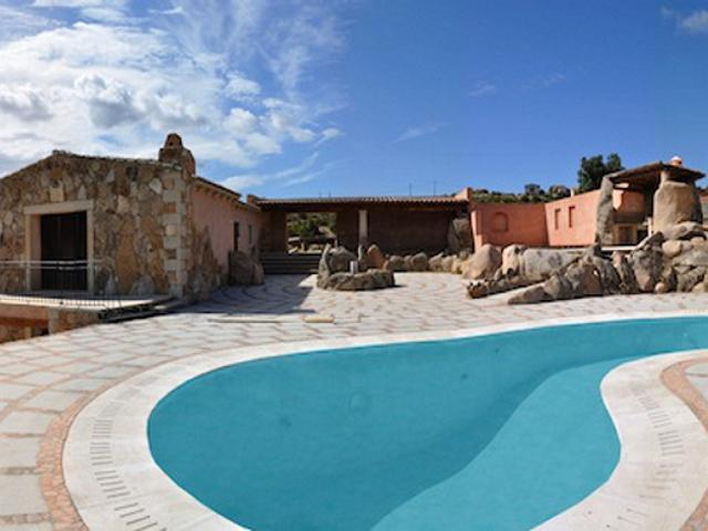 7-persoons vakantiehuis met zwembad - sardinie (1).jpg