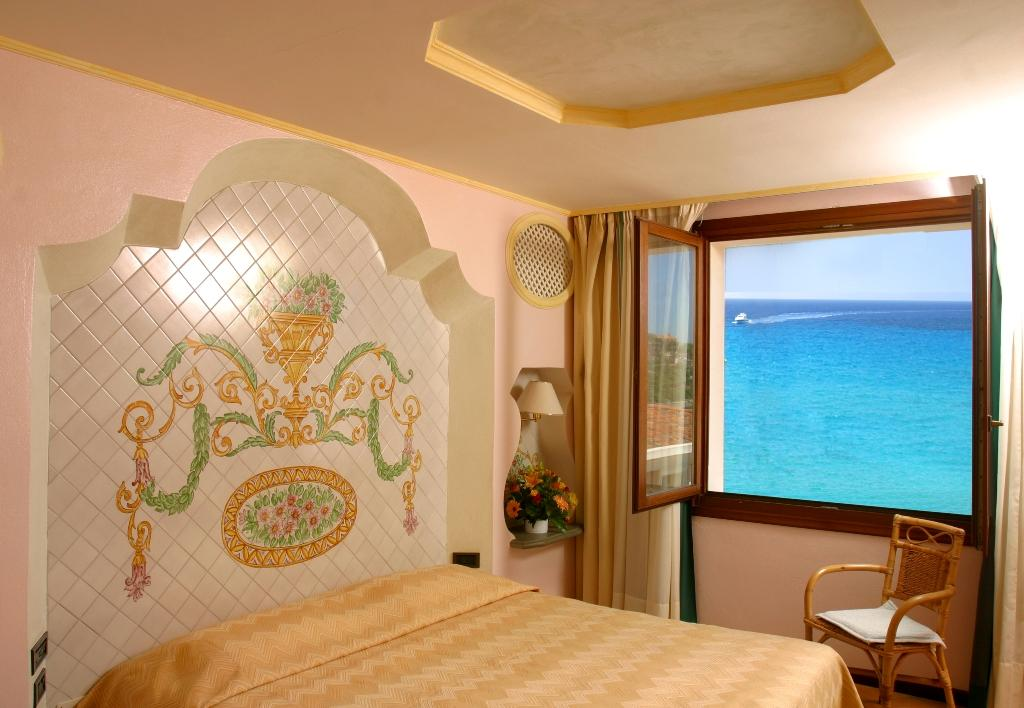 classic room met zeezicht - hotel la bitta in arabtax - sardinie.jpg