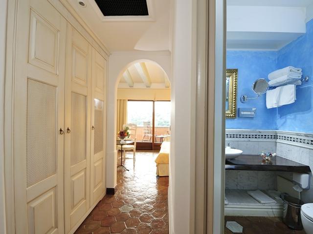 deluxe prestige kamer - luxe vakantie sardinie.jpg