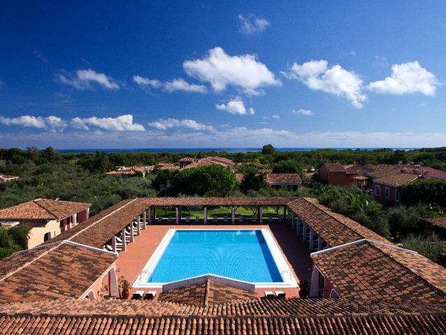 vakantie orosei sardinie - hotel resort i giardini di cala ginepro (1).jpg