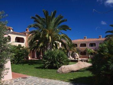 Hotels resorts sardini hotel i giardini di cala ginepro orosei vakanties sardinie - I giardini di cala ginepro ...