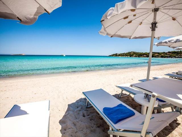 sardinie luxe resort aan zee - paradise resort.jpg