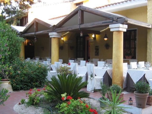 country-hotel-sardinie-is-benas-lodge (2).jpg