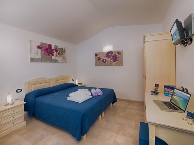 hotelkamer-il-vascello-costarei-sardinia.jpg
