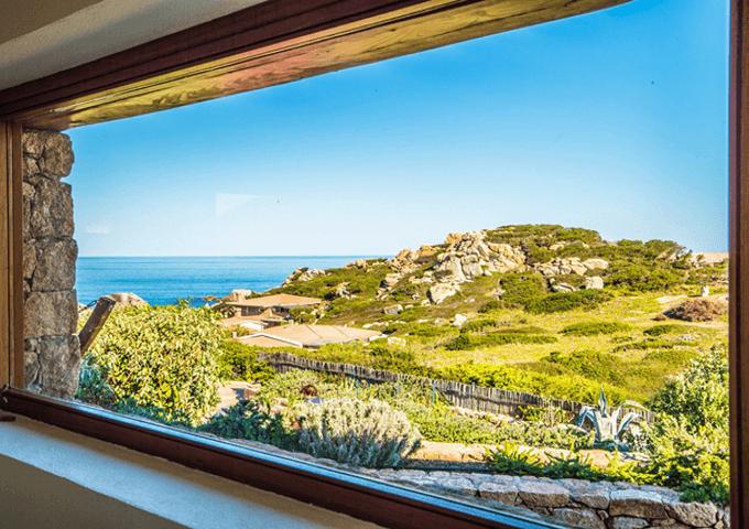 uitzicht-vanuit-villa-chiara-sardinie.png