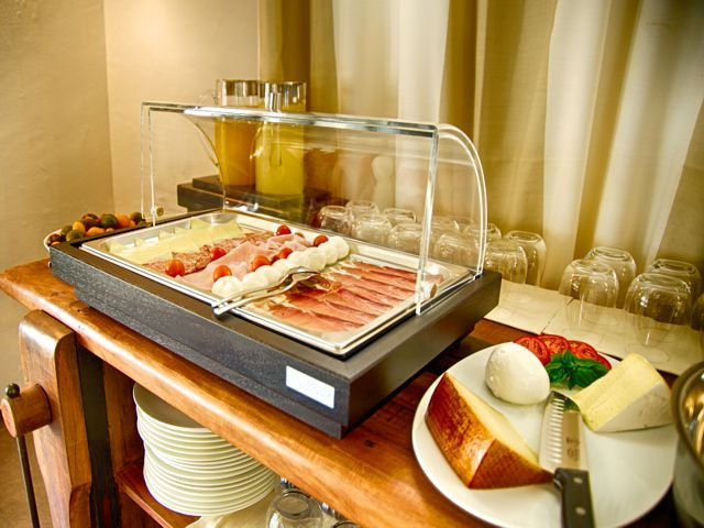 eliantos-hotel-inclusief-ontbijt-sardinie.jpg