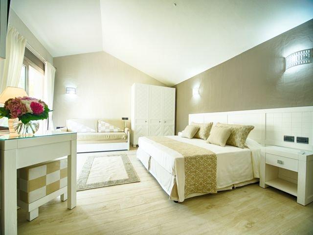 suite-in-boutique-hotel-eliantos-sardinie (3).jpg