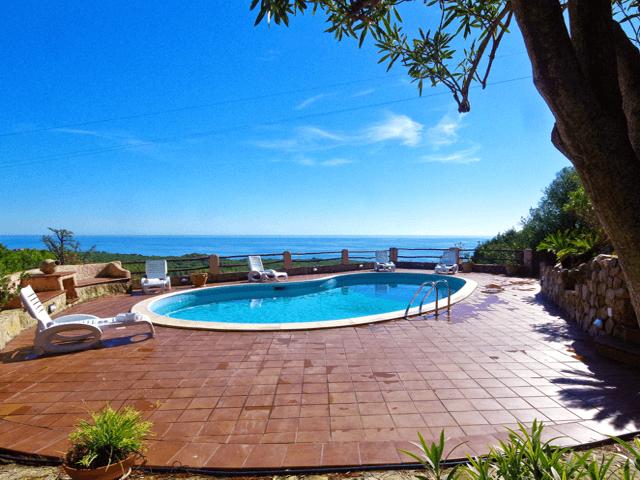 vakantiehuis sardinie - luxe villa met zwembad sardinia.png
