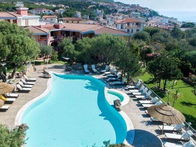 club-hotel-residence-i-ginepri-cala-gonone-sardinie.jpg