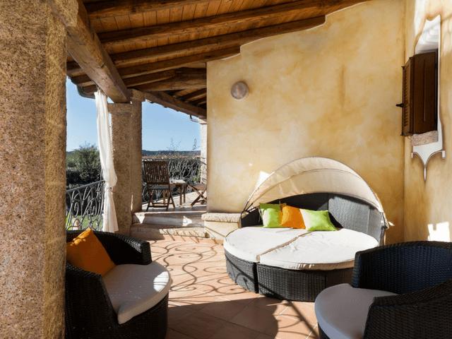 vakantiehuis met zwembad op sardinie - villa capo coda cavallo (30).png