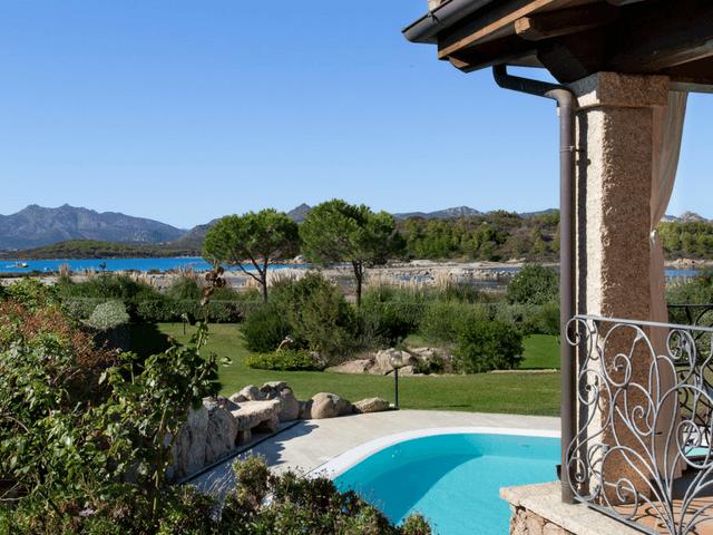 vakantiehuis met zwembad op sardinie - villa capo coda cavallo (1).png
