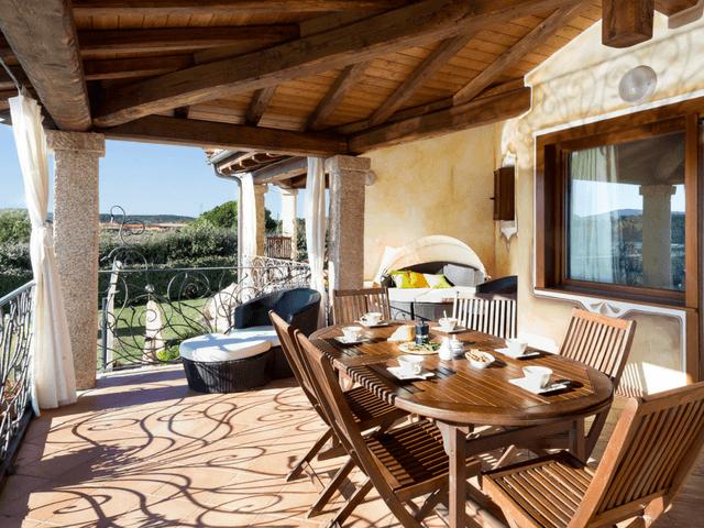 vakantiehuis met zwembad op sardinie - villa capo coda cavallo (32).png