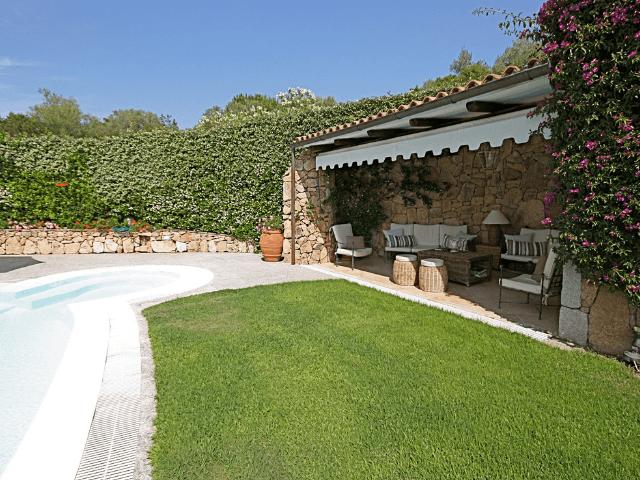 vakantiehuis-porto-rotondo-sardinie-met-zwembad (11).png