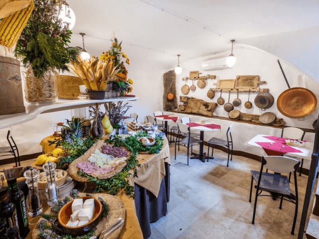 bijzonder hotel sardinie - mannois orosei (5).png