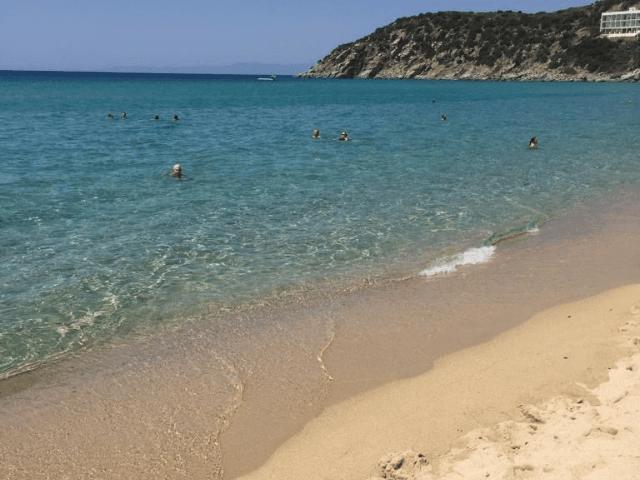 strand in solanas - sardinie (1).png