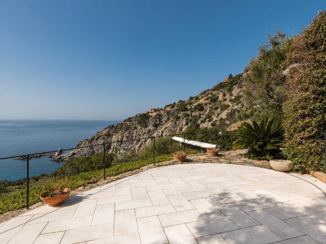 luxe huis sardinie met zeezicht en zwembad (38).png