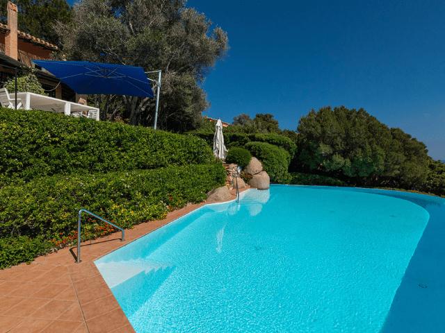 luxe huis sardinie met zeezicht en zwembad (31).png