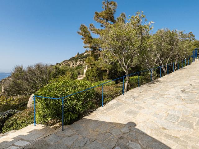 luxe huis sardinie met zeezicht en zwembad (6).png