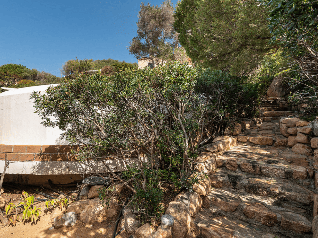 luxe huis sardinie met zeezicht en zwembad (4).png