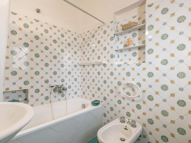 luxe huis sardinie met zeezicht en zwembad (16).png