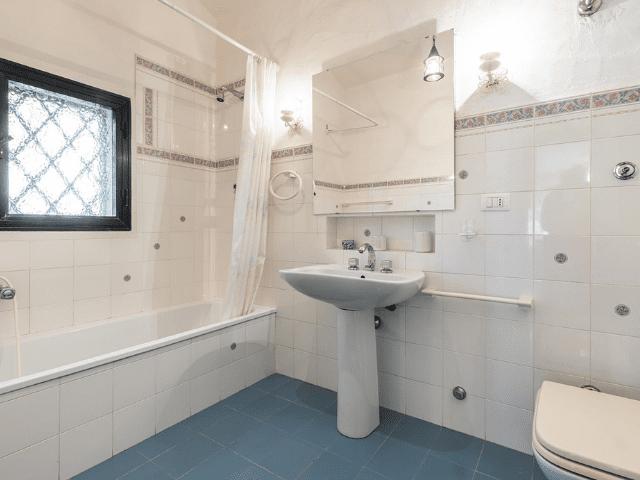 luxe huis sardinie met zeezicht en zwembad (13).png