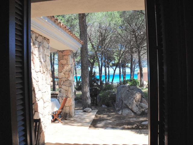 vakantiehuisjes sardinie aan het strand - ville porto taverna (10).png