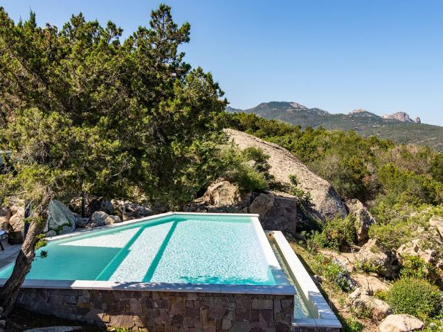 vakantiehuis sardinie - villa smeralda met zwembad (6).png