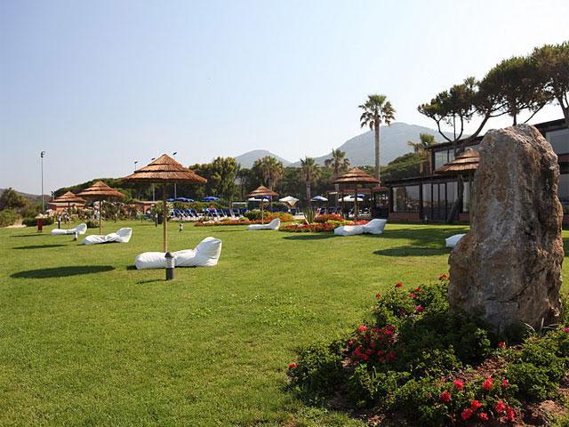 Sfeervol gazon - Hotel Corte Rosada in Alghero