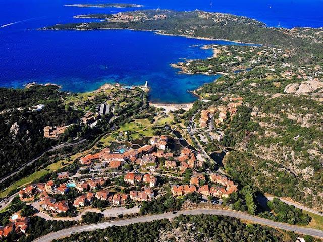 Uitzicht over vakantiepark Bagaglino in de Costa Smeralda