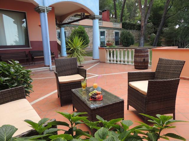 Hotel Su Lithu - buitenterras - Sardinia