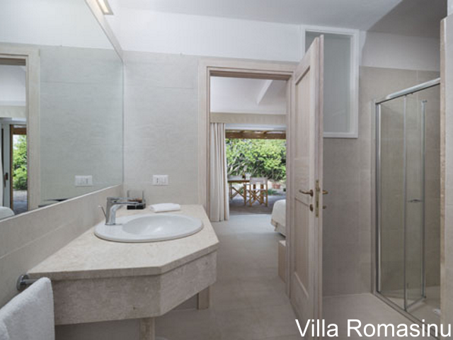 sardinie - luxe vakantiehuis aan zee met zwembad - sardinia4all (6).jpg
