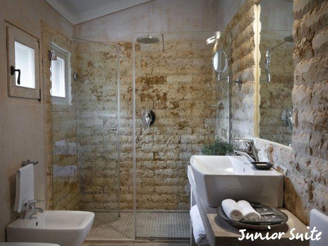 petra segreta junior suite badkamer.jpg