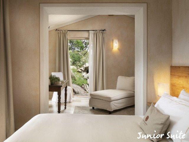 petra segreta junior suite bedroom.jpg